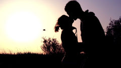 romantic kiss kissing sunset shadow couple love